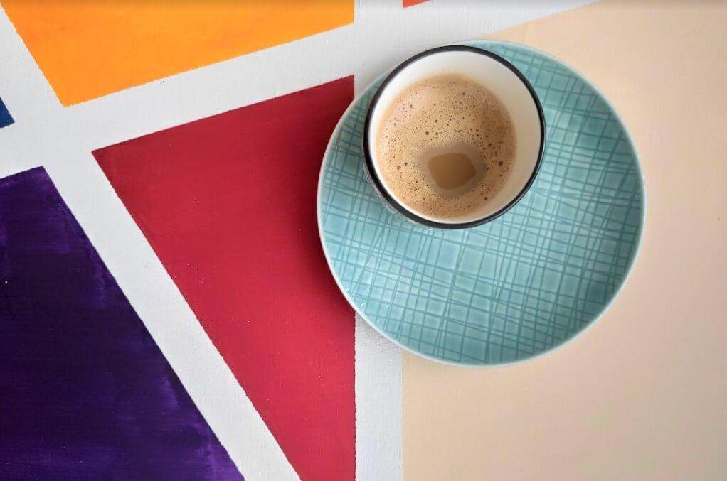 espresso kávé egy asztalon