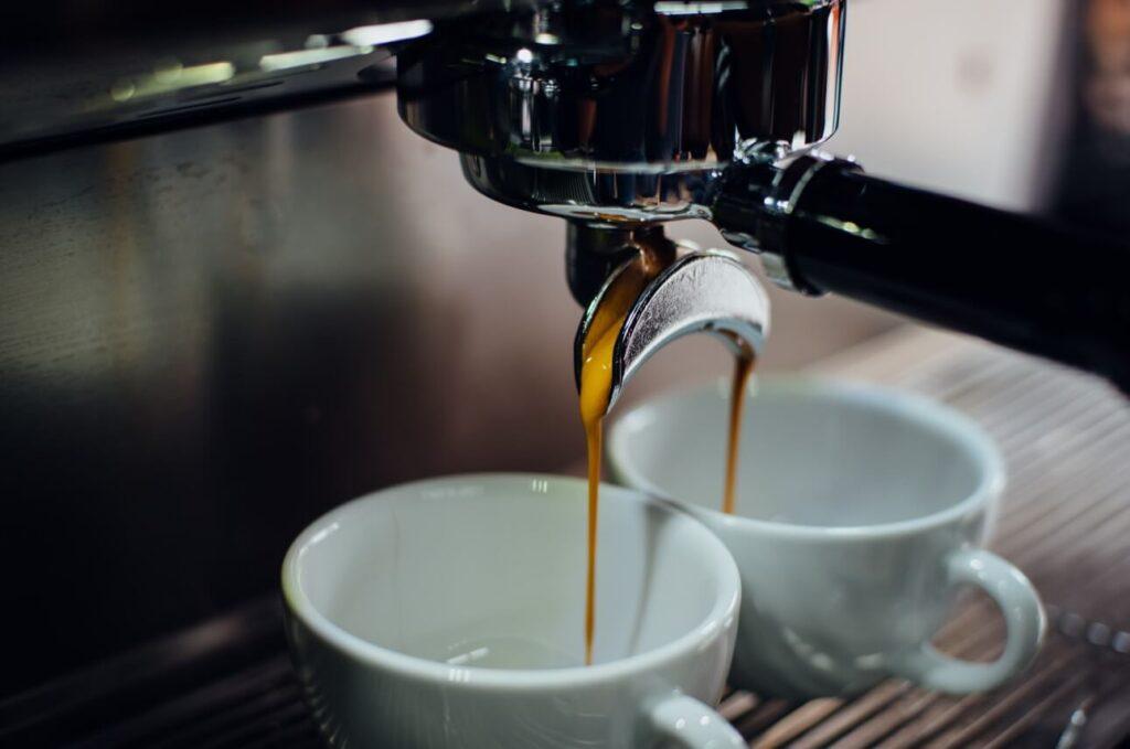 A SAGE kávéfőző egy olyan presszógép, ami két csészébe is képes kávét készíteni